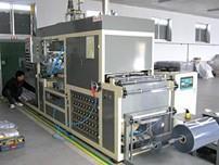 YX-115型半自动成型机作业